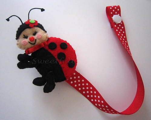 ♥♥♥ Joaninha para prender a chupeta... by sweetfelt \ ideias em feltro