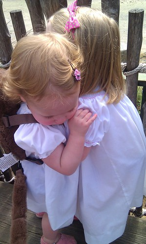Showing the animals hoe sisters hug by sweet mondays