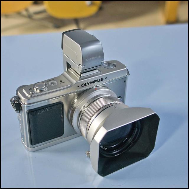 Olympus E-P2 12mm f/2