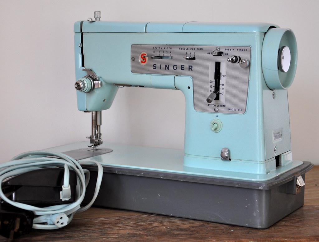 vintage singer sewing machine models. Black Bedroom Furniture Sets. Home Design Ideas