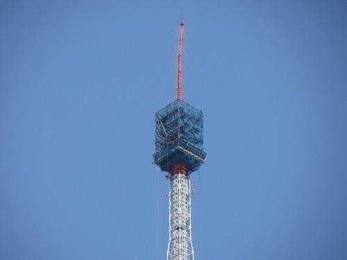 アンテナ修理中の東京タワー Tokyo Tower