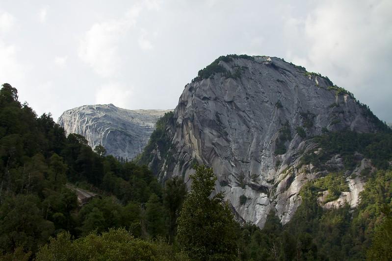 Chile - Cochamó climbing 11 - granite cliffs and lush valley