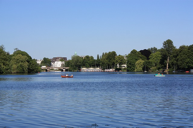 Aussenalster, Alsterufer, Hamburg, Germany