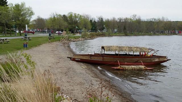 Une Pirogue Au Bord Du Lac Memphrémagog. 2016-05-21 17:21.38