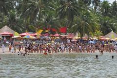 """Un """"bloco"""" de carnaval fent festa @ Praia dos Carneiros"""