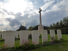 Canadian orderlies, nurses & doctor, Bagneux British Cemetery