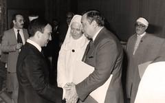 مع سمو الامير حسن ولي العهد خلال المؤتمر الثاني للمجمع الملكي لبحوث الحضارة الاسلامية   مع عبد الله كنون و حبيب خوجه  - عمان - 14 نيسان 1983