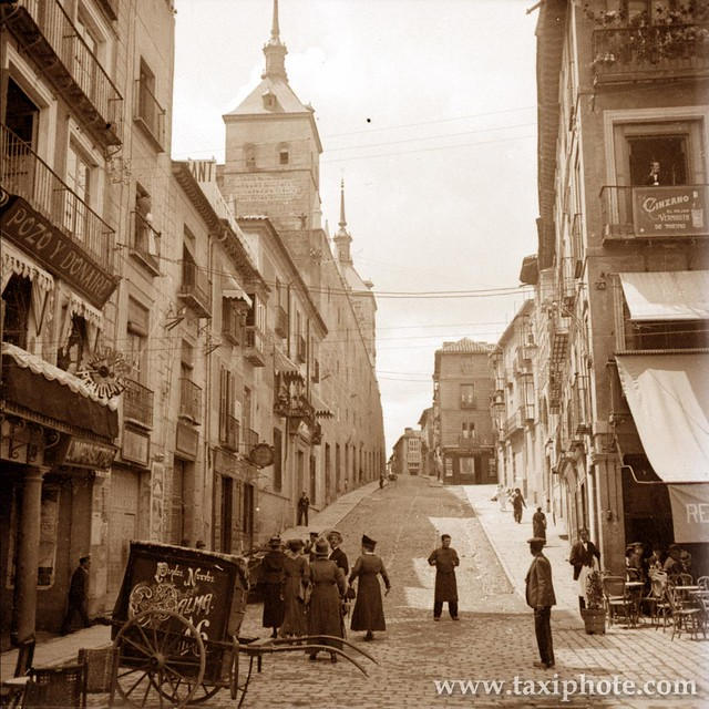 Alcázar y Cuesta de Carlos V vista desde Zocodover en los años 20. Fotografía de José Villar Martelo
