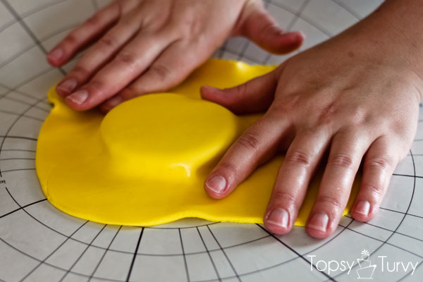 lego-head-cake-tutorial-covering-boards-fondant