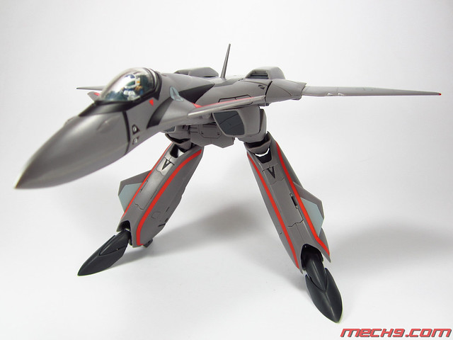 1/60 VF-11B by Yamato Toys Gerwalk Mode (hands stowed)