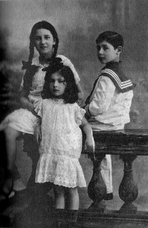 Отец Познера с сестрами (Лелёша, Тотоша и Кокоша)