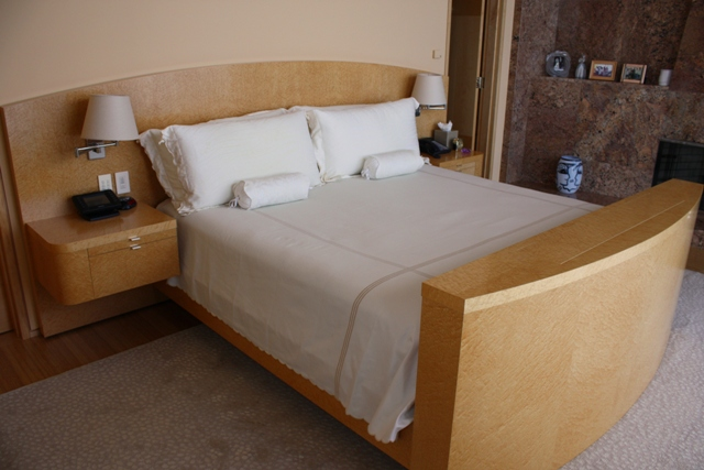 007 Bed With Pop Up Tv Lift Footboard Birdseye Maple 958 Flickr Photo Sharing