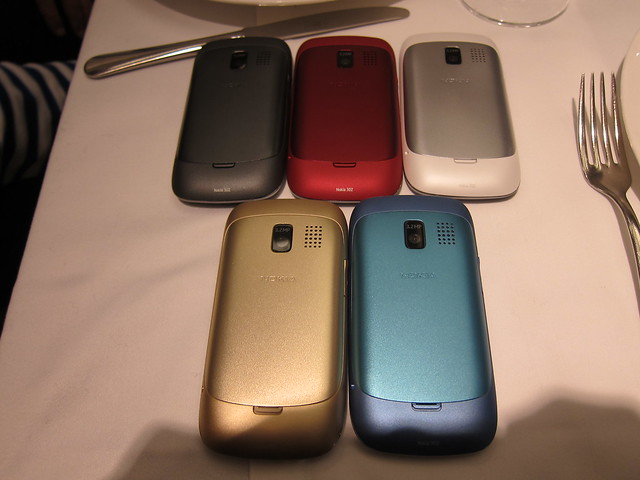 All The 5 Colors Of Nokia Asha 302
