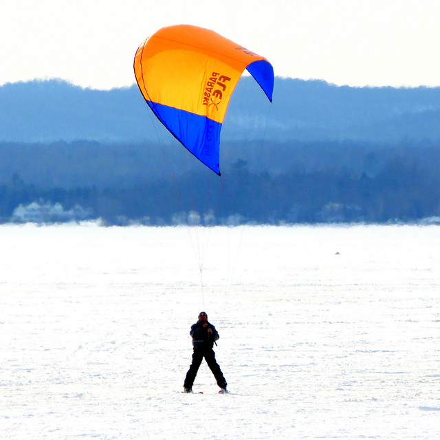 ski paragliding
