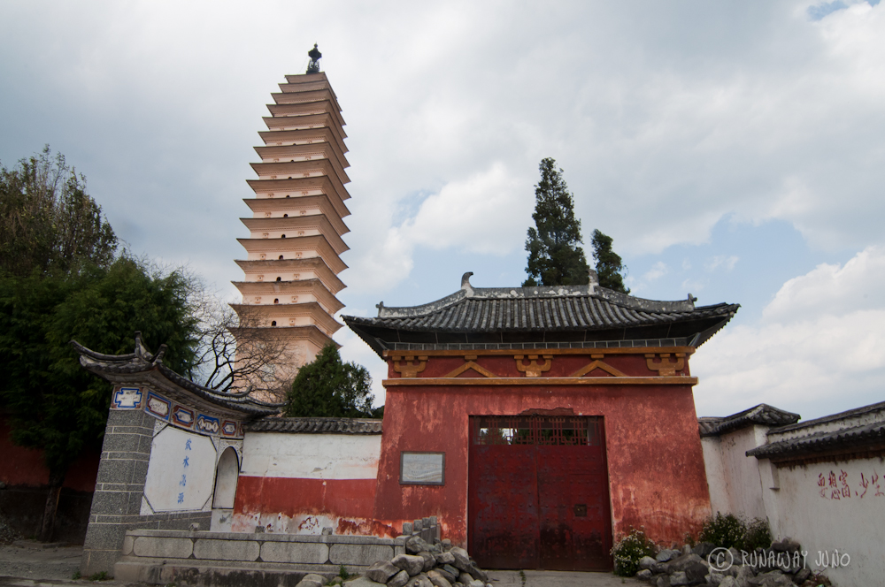 Three pagodas on the side