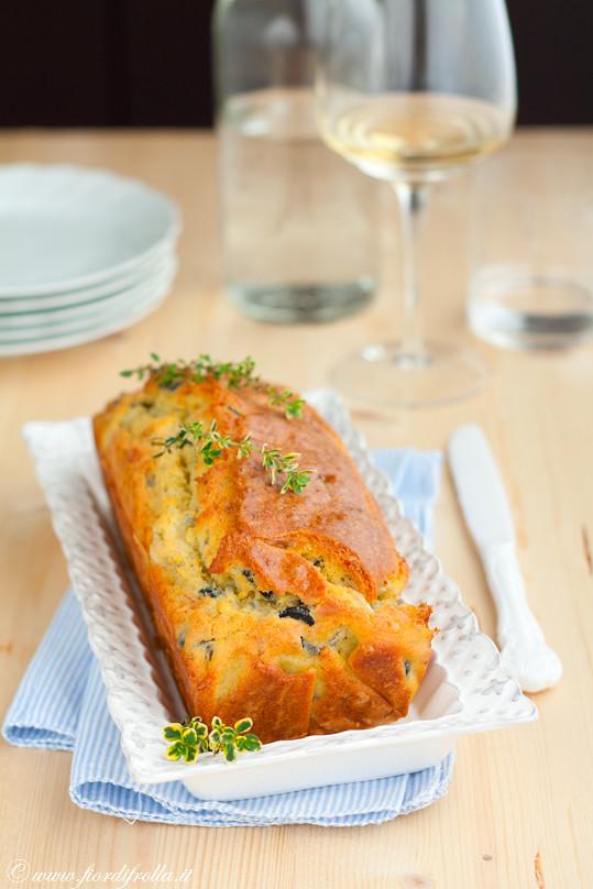 Cake al gorgonzola olive taggiasche e timo limone