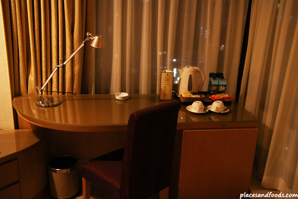 The room had the standard facilities such as working desk, LCD TV, wardrobe and etc.