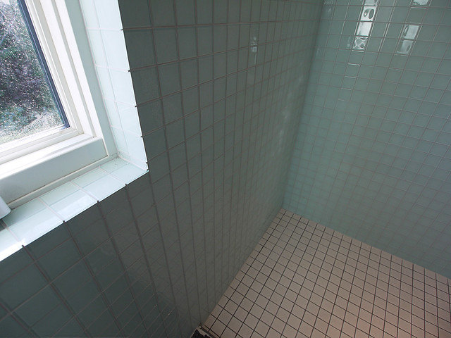 tile detail in upper level shower