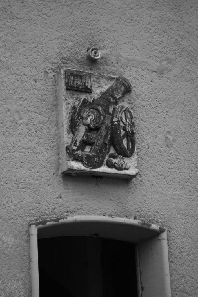 cannon emblem Jüterbog black and white