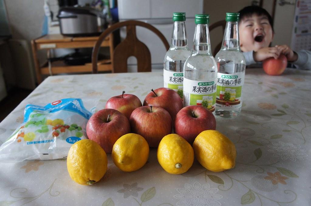 りんご酒づくりの材料です