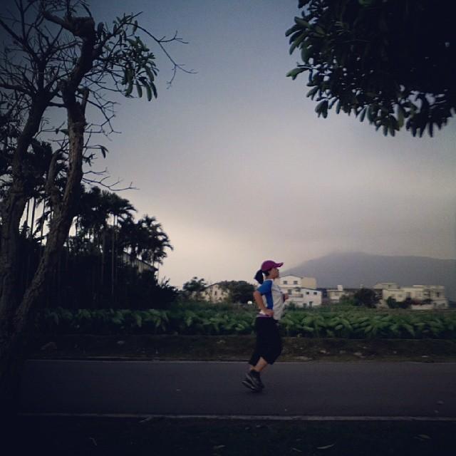 20140330 最喜歡這張 (我到底是在跑步還是在拍照?)  #有跑步沒在怕的  #喜歡自己拍自己