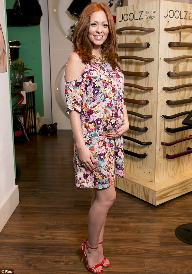 maternity-chic-style, floral shift dress, Baby Bump style, Baby Bump fashion style, Floral shift dress, pregnancy Floral shift dress, maternity Floral shift dress, what to wear when pregnant, pregnancy fashion style, pregnancy chic
