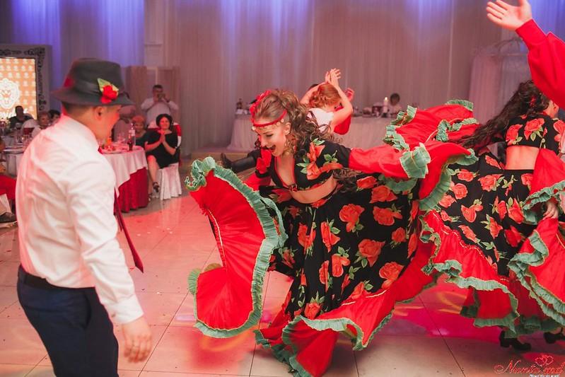 """Ansamblul """"SĂLCIOARA"""", dansatori la nunţi, cumătrii şi alte ceremonii! > Foto din galeria `Foto`"""