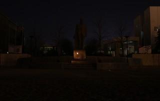 תמונה של İhsan Doğramacı Statue. statue dark campus heykel bilkent 2011 karanlık kampüs earthhour dünyasaati ihsandoğramacı bilkentastronomitopluluğu