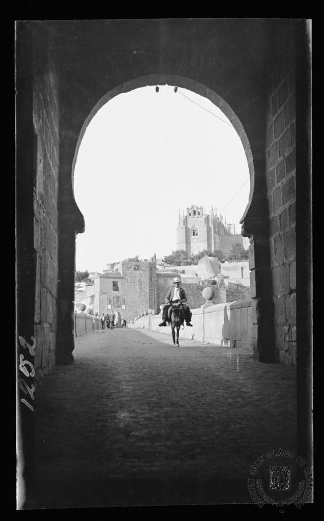Puente de San Martín y San Juan de los Reyes en 1933. Fotografía de Gonzalo de Reparaz Ruiz. © Institut Cartogràfic de Catalunya