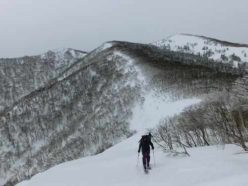 雪庇の際を登る