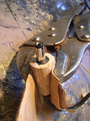 Cramping wooden casing while gluing