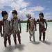 014_Bambini ricoperti di sabbia