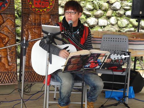 梁智凱是部落青年,榮獲十大傑出街頭藝人,到司馬限或許有幸聽過他信場演唱呢!