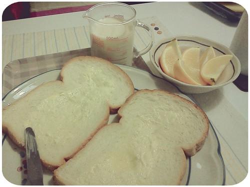 早餐 ::: 奶油吐司+柳丁+無糖豆漿200cc by 南南風_e l a i n e
