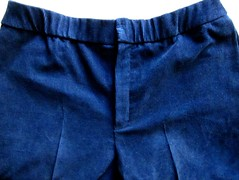 Hidden elastic waistband shows when at rest