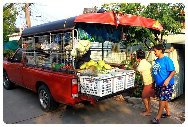 bang namphueng rolling market