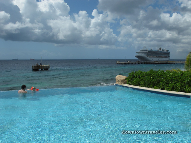 Renaissance Curacao Hotel_Infinity Pool Family Swimming