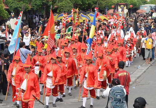 Lombok Abang (Red Chilli), Soldiers of Sultan's Palace