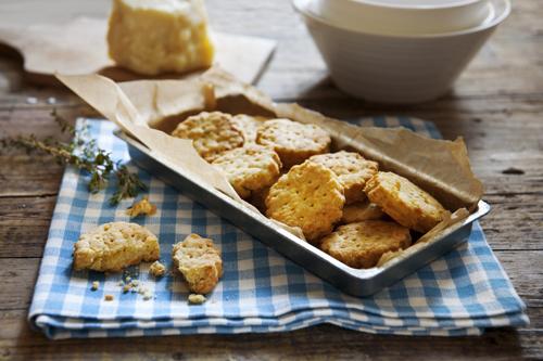 Biscotti al pecorino e timo 01