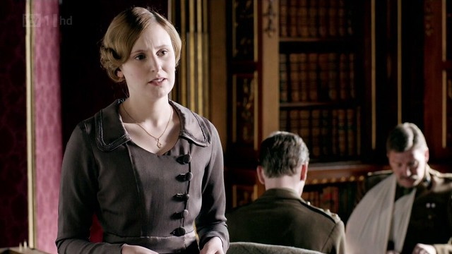 DowntonAbbeyS02E04_Edith_darkbrown_sidebuttons