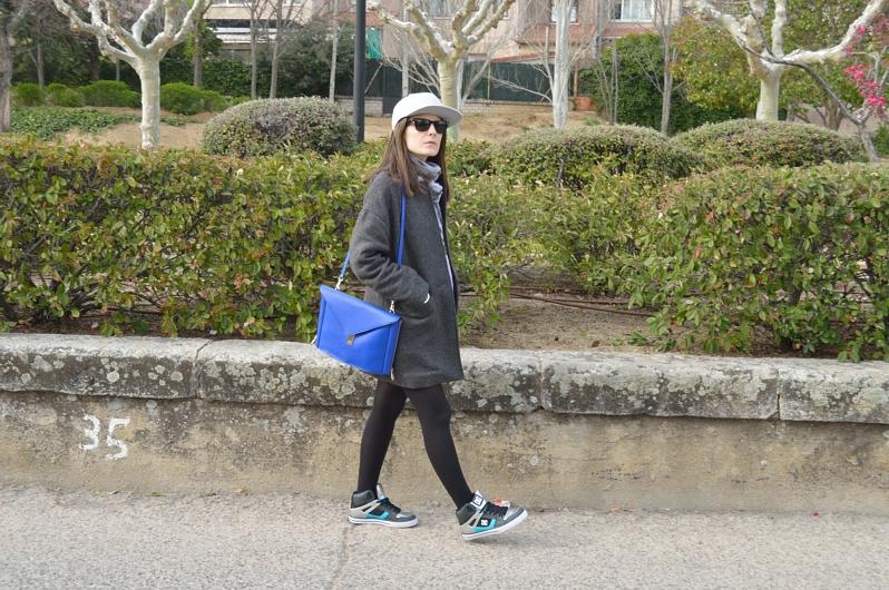 lara-vazquez-madlula-blog-style-blue-bag-gorra-plana