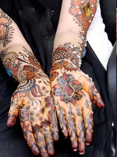 Latest Glitter Bridal Mehndi Designs (30)
