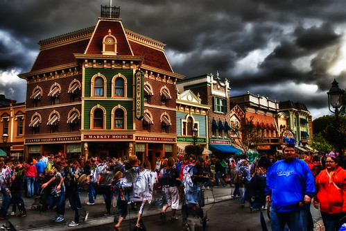 Main Street Market House:  5:26pm by hbmike2000