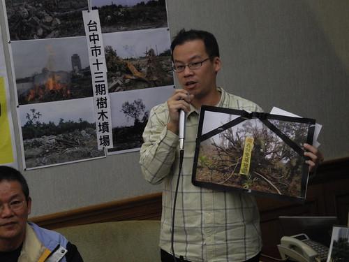地球公民基金會花東辦公室主任蔡中岳指出,林務局對於山坡地超限利用之執行消極,導致原生林變成檳榔林。