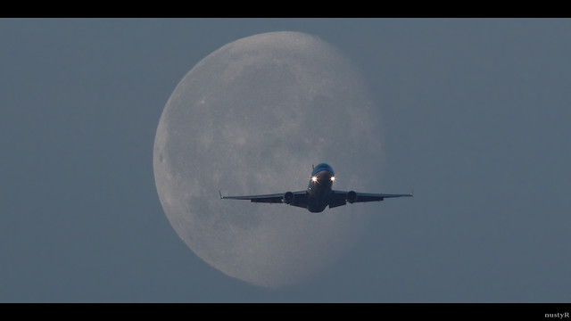 KLM MD-11 crossing the moon at sunrise @ EHAM Schiphol