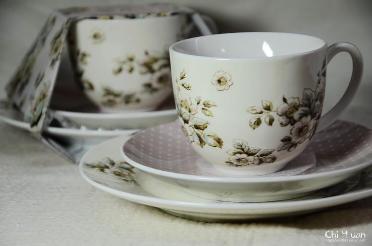 凱蒂花園杯盤組附點心盤13.jpg