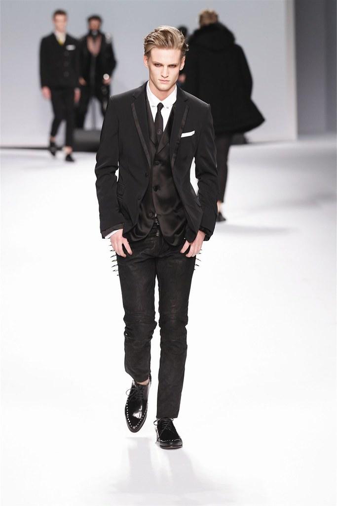 Alexander Johansson3427_FW12 Milan Frankie Morello(Homme Model)
