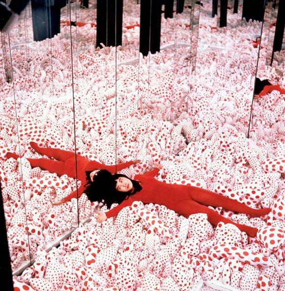 Infinity Mirror Room Yaiyo Kusama 1965