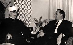 مع عبد الله غشيه أثناء افتتاحه الموسم الثقافي - عمان