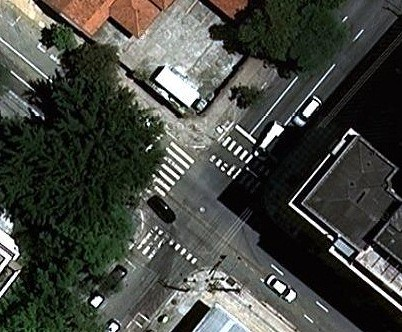 Rua Maria Figueiredo com a Alameda Santos - uma faixa a menos e duas desaparecendo